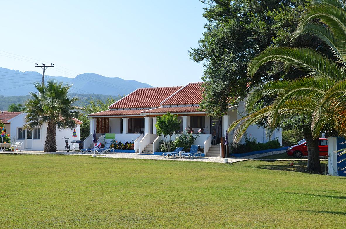Appartementen Corfu rustig gelegen en direct aan zee