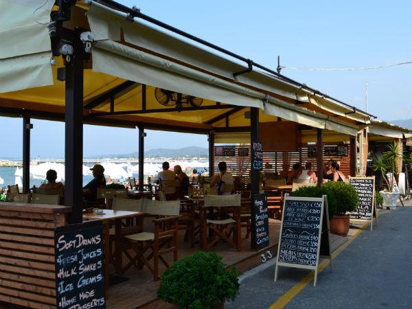 Boulevard in centrum van Roda op Corfu